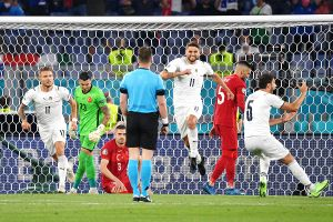 Một Euro chống dịch và một Copa America thách thức dịch