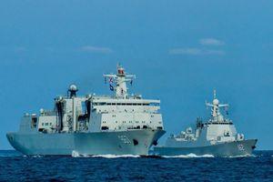 Tàu khu trục tên lửa dẫn đường của Trung Quốc tham gia tập trận trên Biển Đông