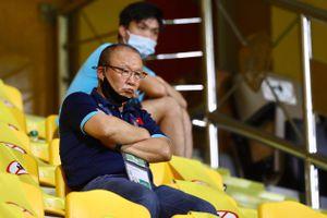 HLV Park cùng Tuấn Anh làm khán giả ở trận UAE