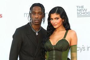 Kylie Jenner và Travis Scott mặc gì khi xuất hiện bên nhau?