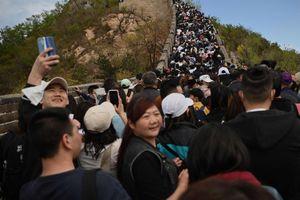 Du khách Trung Quốc chen chúc, la lối ở các điểm du lịch
