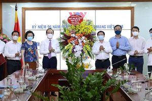 Chủ tịch HĐND Thành phố Nguyễn Ngọc Tuấn thăm, chúc mừng các cơ quan báo chí