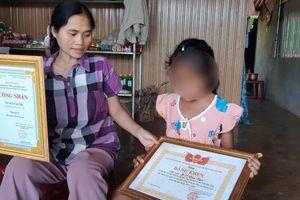 Vụ học trò nghèo bị trường giữ học bạ: Thành lập đoàn kiểm tra