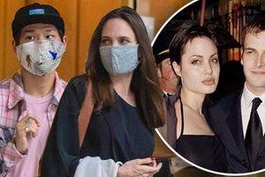 Pax Thiên 'hường phấn' tháp tùng mẹ Angelina Jolie đến thăm chồng cũ