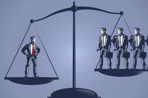 Bí kíp tiền bạc: Người thông minh kiếm tiền ở người khác, người khôn ngoan giúp người khác kiếm tiền