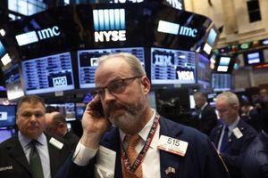 Chứng khoán Mỹ sụt điểm vì dữ liệu xấu, nhà đầu tư hồi hộp chờ Fed