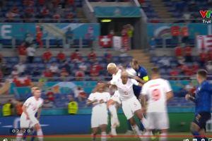 Vì sao VAR từ chối bàn thắng của trung vệ Chiellini ghi cho Italia?