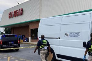 Xả súng tại siêu thị Mỹ sau khi bị nhắc kéo cao khẩu trang