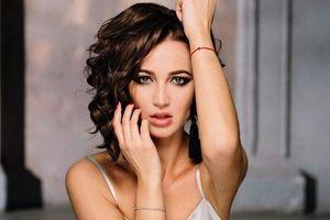 HLV tuyển Nga cấm người đẹp vào phòng thay đồ tại Euro 2020