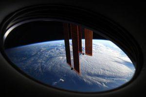 Quang cảnh từ cửa sổ phòng ngủ của phi hành gia