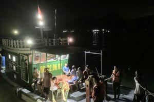 Đồn Biên phòng Cát Bà cứu sống 7 ngư dân gặp nạn trên biển