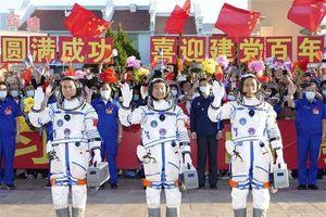 Trung Quốc phóng tàu vũ trụ chở phi hành đoàn đầu tiên lên trạm không gian mới