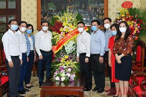 Bí thư Thành ủy Hà Nội thăm, chúc mừng Báo Nhân Dân nhân ngày báo chí 21-6