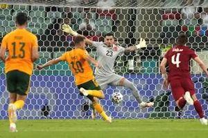 Người hùng Gareth Bales giúp Xứ Wales vươn lên dẫn đầu bảng A