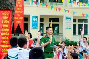 Hà Nội: Ngăn chặn, triệt phá ma túy xâm nhập học đường