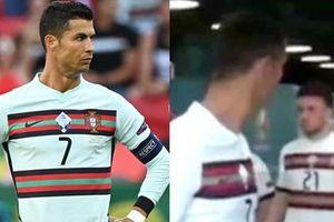 Các fan tinh mắt phát hiện ra Cristiano Ronaldo 'tỏ thái độ' với đồng đội trong đường hầm
