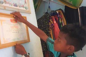 Hiệu trưởng 'giam' học bạ trò nghèo nói làm tất cả vì học sinh