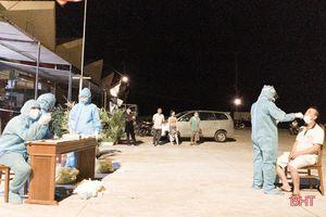 Hơn 200 ngư dân tại cảng cá Cửa Sót được xét nghiệm nhanh để ra khơi
