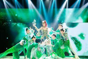Á hậu Kiều Loan hóa 'mẹ thiên nhiên' trong tập 1 'The Heroes'