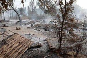 Ngôi làng Myanmar bị thiêu rụi sau giao tranh dữ dội