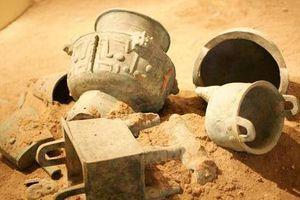 Phát hiện mộ cổ chứa hàng nghìn báu vật, chuyên gia vẫn 'ngó lơ' vì tâm trí họ dồn hết cho món đồ 'gây chấn động giới khảo cổ'
