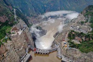 Nhà máy thủy điện khổng lồ của Trung Quốc đi vào hoạt động