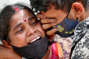 'Sóng thần' chưa rút, bang giàu nhất Ấn Độ đối mặt làn sóng thứ 3