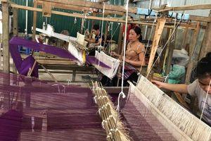 Hỗ trợ phụ nữ dân tộc thiểu số tại các làng nghề dệt truyền thống