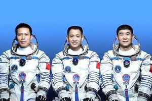 Trung Quốc đưa phi hành đoàn lên trạm không gian mới