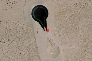Phát hiện UFO bị xe tăng bao vây trên Google Earth
