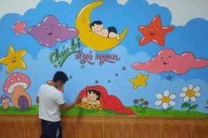 Thầy giáo 'thay áo' cho bức tường cũ trong khu cách ly ở Hà Tĩnh