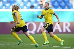 Hạ Slovakia 1-0 từ chấm penalty, Thụy Điển vươn lên đầu bảng E