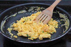 Siêu đầu bếp chia sẻ 6 sai lầm phổ biến khi làm trứng chiên