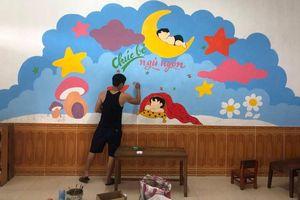 Đi cách ly tại trường mầm non, thầy giáo mỹ thuật 'thay áo' cho bức tường cũ