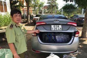 Long An: Ngăn chặn xe ô tô vận chuyển trên 6.000 bao thuốc lá điếu nhập lậu