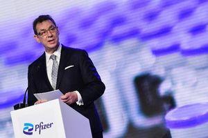 CEO Pfizer: Thế giới sẽ trở lại 'bình thường' vào cuối năm 2022