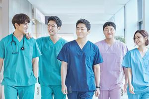 6 sự thật hay ho về hội bác sĩ 'gây bão' phim Hàn: Đã có vợ nhưng đam mê giả gái