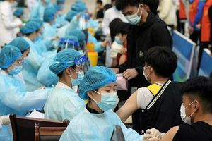CNN bất ngờ bị chỉ trích là 'tuyên truyền' cho vaccine Trung Quốc
