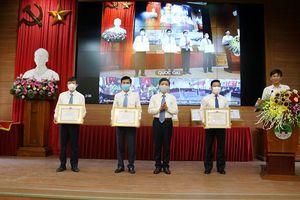 21 tập thể và cá nhân huyện Quốc Oai được tặng Bằng khen về công tác bầu cử