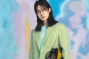 Tài tử Lee Dong Wook gây sốc với phong cách nữ tính