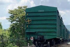 Khắc phục sự cố tàu hàng bị trật bánh khiến đường sắt Bắc - Nam bị ảnh hưởng nhiều giờ