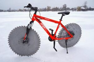 Phép màu giúp chiếc xe đạp vô tư đi trên băng tuyết