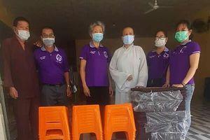Hội từ thiện Nhân Ái cúng dường tịnh vật đến chùa Huệ Quang