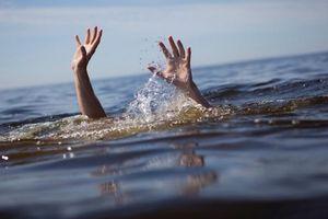 Tắm mát trên sông, 2 cháu nhỏ đuối nước tử vong