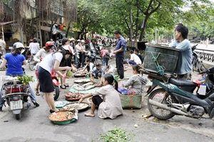 TP.HCM giải tán chợ tạm, chợ tự phát và dừng hoạt động taxi