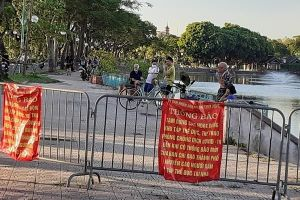 Dịch COVID-19 nhiều người 'chui dây', 'vượt rào' đi thể dục