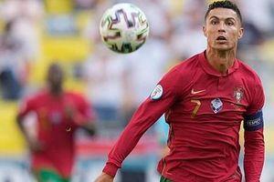 Thua Đức, nhưng Cristiano Ronaldo khiến dân mạng 'dậy sóng' với cú hất bóng đỉnh cao