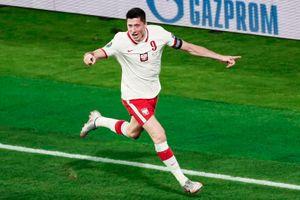 Video Tây Ban Nha - Ba Lan: Lewandowski cứu đội nhà