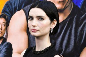 Con gái Paul Walker diện váy cut-out dự công chiếu 'Fast & Furious 9'