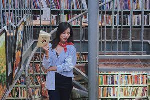 Sách và phương tiện điện tử đang 'đọc' chúng ta